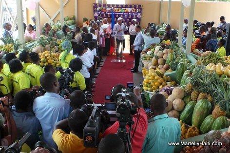 PHOTO: Haiti - President Martelly inogure yon Marche Fruits nan Petionville
