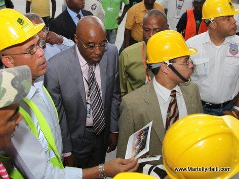 President Michel Martelly supervise les travaux de rehabilitation et de renovation de l'Aeroport International Toussaint Louverture