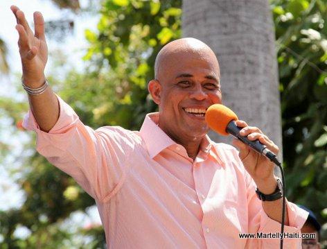 President Michel Martelly s'adressant a la population de Jalouzi