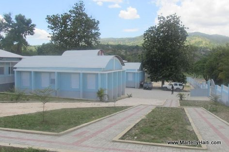 PHOTO: Haiti Education - Nouveau Lycée National Charlemagne Péralte de Belladère, Centre Haiti