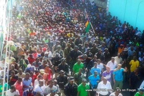 PHOTO: Haiti - President Martelly ak yon FOUL moun nan ville Cap Haitien - 01 Octobre 2014