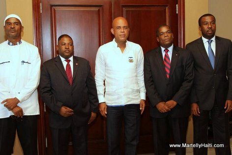 PHOTO: Haiti - President Martelly ak 4 nan Groupe des 6 Senateurs Opposition yo