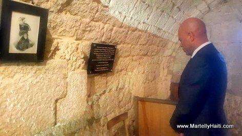 PHOTO: President Michel Martelly visite Fort de Joux en France nan Cachot kote Toussaint Louverture te mouri nan Prison