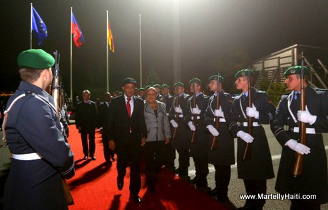 PHOTO: President Michel Martelly nan peyi La France