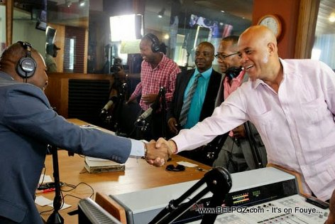 PHOTO: Haiti - President Martelly nan Radio Caraibes FM