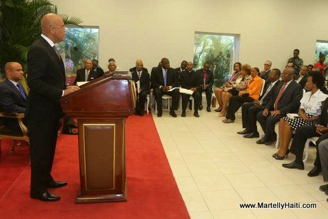 PHOTO: Pres. Martelly - Investiture des membres de la Commission Consultative