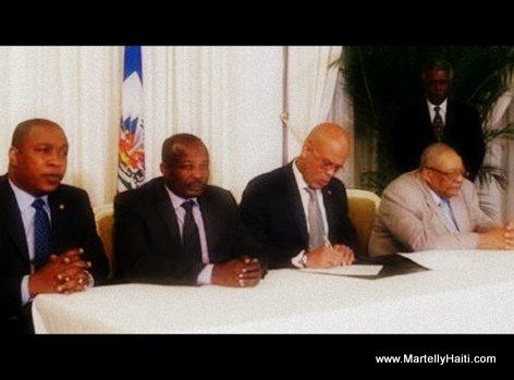 PHOTO: Haiti - President Martelly, Desras, Thimoleon ak Arnel Alexis siyen yon accord