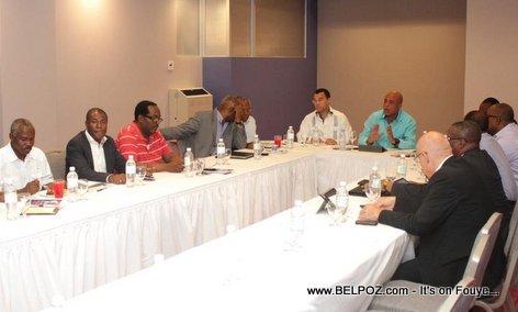 PHOTO: Haiti President Martelly KINAM avec des representants de plusieurs partis politiques