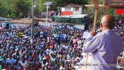 Le Chef de l 'Etat s 'adressant a la population de Cornillon-Grands-Bois
