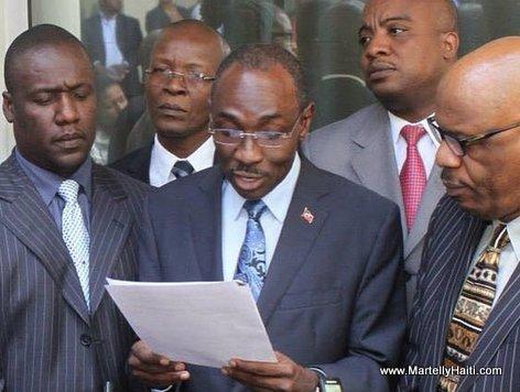 PHOTO: Haiti - Premier Ministre Evans Paul depose au CEP le décret électoral