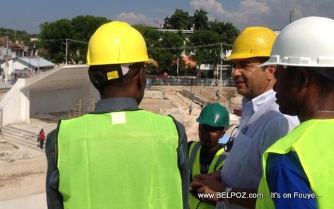 PHOTO: Haiti - PM Evans Paul ap gade travay Kiosque Occide Jeanty sou Chandmas