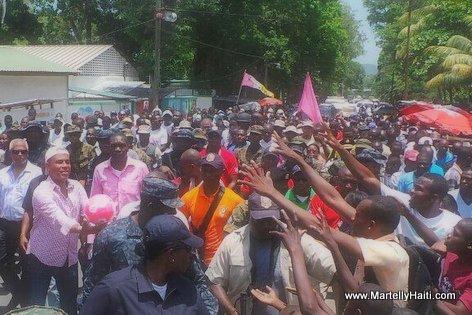 PHOTO: Haiti - President Martelly debake nan MILOT, peyi Moise Jean-Charles