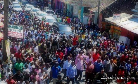 PHOTO: Haiti - President Martelly a pied nan Cap Haitien 23 Avril 2015