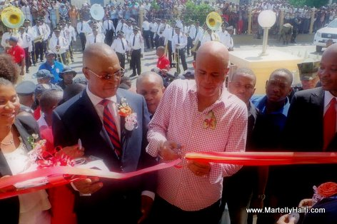 PHOTO: Haiti - President Martelly ap Koupe Ruban - Inauguration DGI Cap-Haitien