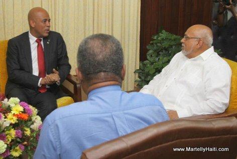 Discussion entre le President de la Republique, S.E.M. Michel Joseph Martelly, et le President de Guyana, M. Donald Ramotar