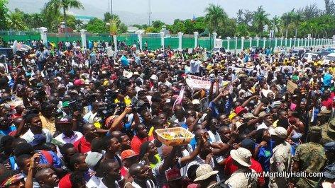PHOTO: Haiti - Paket moun reyini sou Chandmas pou 1er Mai, fet Agrikilti