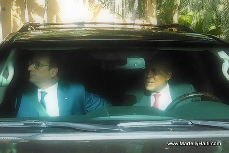 PHOTO: Haiti - President Martelly kondwi Francois Hollande Aeroport