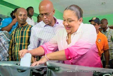 PHOTO: Haiti - First Lady Sophia Martelly casting her fote for Senator and Depute