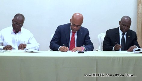 PHOTO: Haiti - President Martelly Signe l'accord de sortie de crise 06 Fev 2016