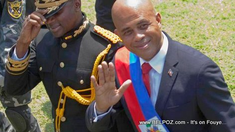 PHOTO: Haiti President Martelly Inauguration Day, écharpe présidentielle