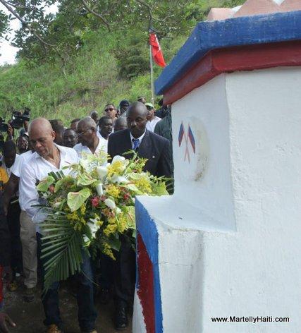President Michel Martelly a Cormiers au pied du Monument de l'Empereur Jean-Jacques Dessalines