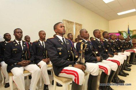 Les Officiers-Ingenieurs et Soldats-Techniciens gradues de l'ecole Eloy Alfaro