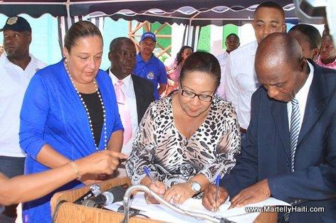 Signature d'un accord de partenariat entre le MSPP et l'Association des Grands Boucanais en presence de la Premiere Dame Sophia Martelly
