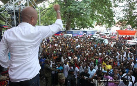 President Michel Martelly toujours proche de son peuple a la Grande-Riviere-du-Nord
