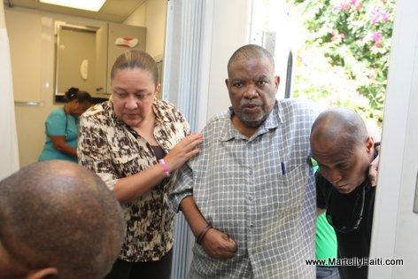 Un patient beneficiant de l'aide de la Premiere Dame Sophia Martelly