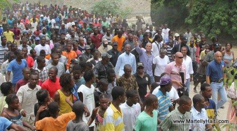 Arrivee du President Martelly dans la localite de Mesaye a Cabaret