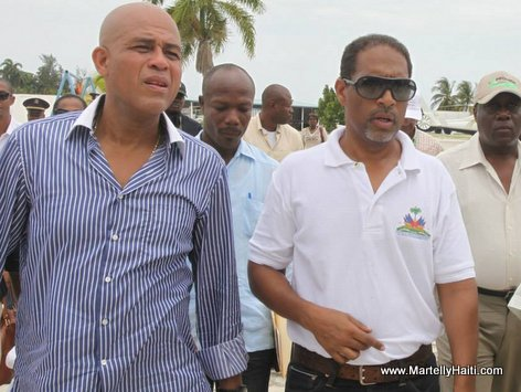 President Michel Martelly accompagne du Secretaire d'Etat a la production animale , M. Michel Chancy