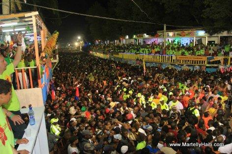 Vue partie foule au Champs de Mars
