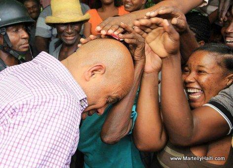 Gade... Men pep la ap pase men nan TET KALE President Martelly a wi... LOL