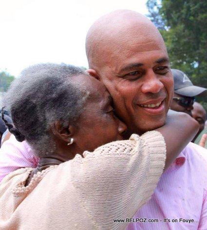 Gran moun nan kroke Haiti President Martelly, gade!