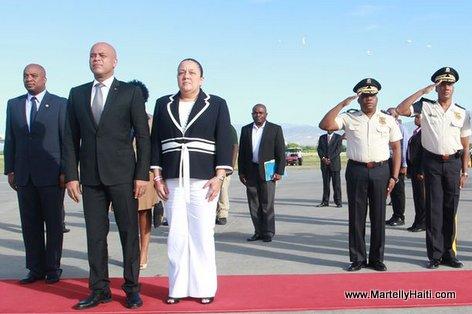 Obsèques de Mandela: Depart du President Martelly et la Delegation Haitienne