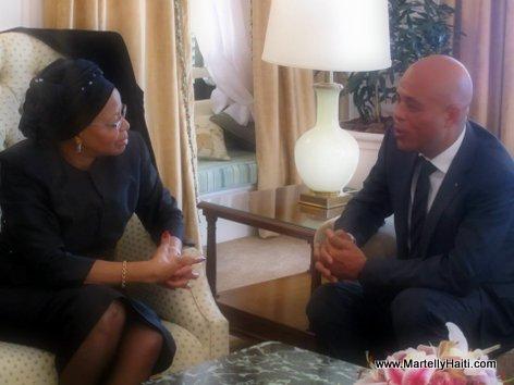 Le Chef de l'Etat pr sentant ses sympathies ... la veuve de Nelson Mandela, Madame Gra a Machel