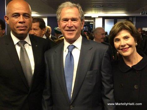 Photo souvenir du Chef de l'Etat avec l'ex-Pr sident am ricain,M. Georges W. Bush et son pouse Laura Bush, en Afrique du Sud
