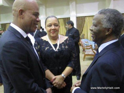 President Martelly en conversation avec l'ancien Pr sident de l'Afrique du Sud, M Thabo Mbeki
