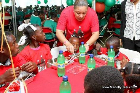 Haiti - Premiere Dame Sophia Martelly celebre fet nwel 2013 la ak timoun yo nan Palais National