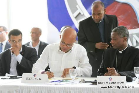 Haiti - Protocole d'Accord El Rancho - President Martelly ap siyen pande Cardinal Chibly Langlois ap gade