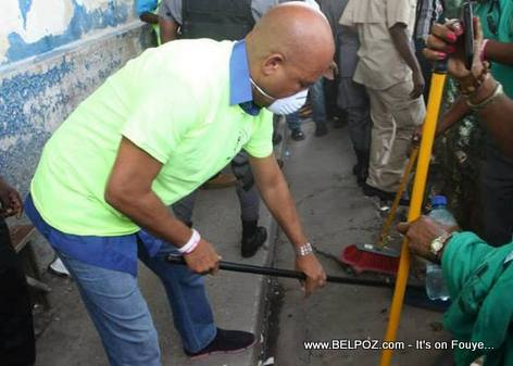 Haiti - President Martelly Cleaning the Streets