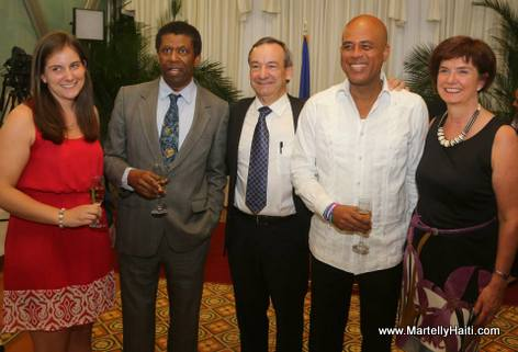 Photo Souvenir - Immortel Dany Laferriere, President Martelly - Palais National Haiti