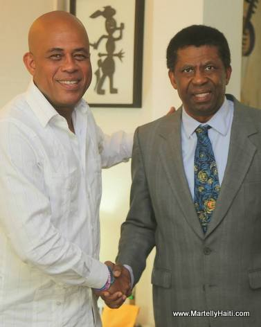 President Martelly et Dany Laferriere au Palais National Haiti