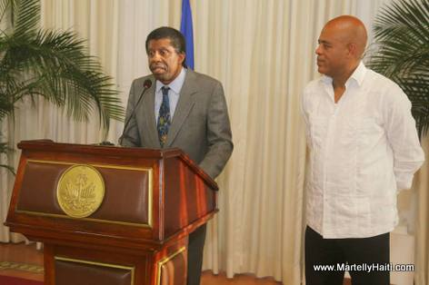 President Martelly et Immortel Dany Laferriere - Palais National Haiti