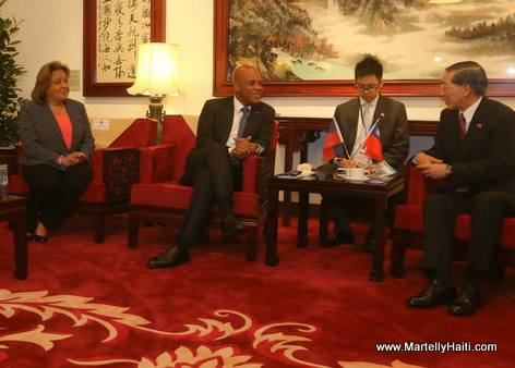 President Michel Martelly Arrivee a Taiwan - Republique de Chine