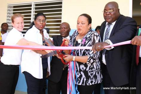 Sophia Martelly - Coupe de ruban - Inauguration Ecole Nationale Maranatha de Golas