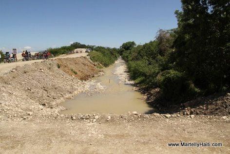 Vue du site des travaux - Construction barrage Riviere Grise