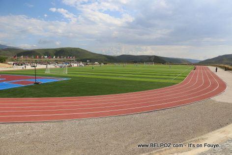 Terrains de football, piste d 'athletisme de 400 metres - Lycee Jean-Baptiste Pointe du Sable - St-Marc Haiti