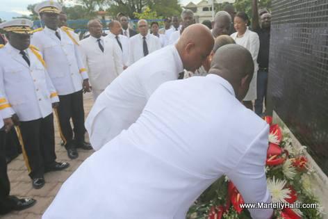 President Martelly, Sophia Martelly, Simon Dieuseul Desras deposent des gerbes de fleurs en hommage a l'Empereur Jean-Jacques Dessalines