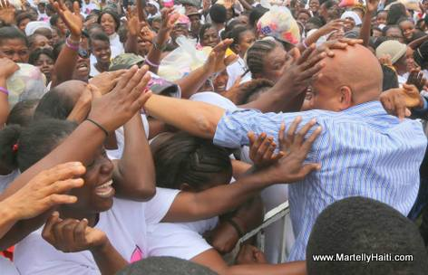 President Martelly ap celebre 2 zan Ti Manman Cheri nan Henfrasa